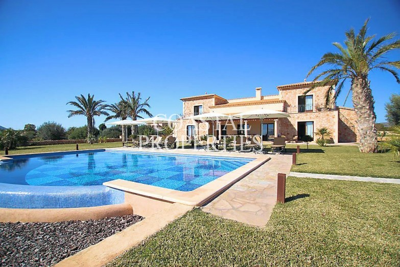 Property for Sale in Porto Colom, Large Country Finca With Sea Views For Sale Porto Colom, Mallorca, Spain