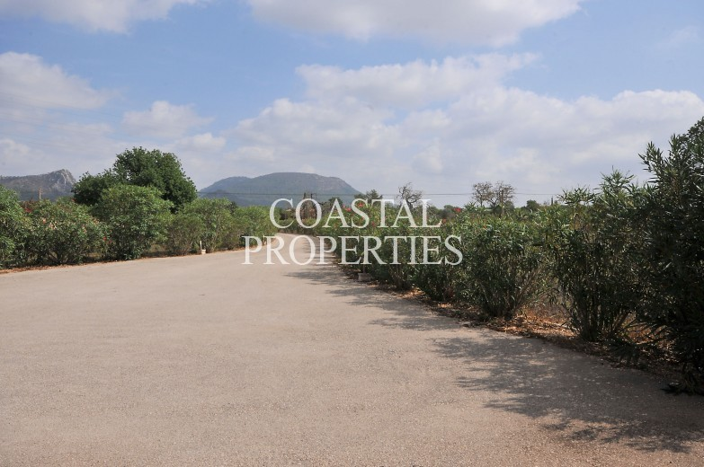 Property for Sale in Llucmajor, 5 bedroom country house with swimming pool for sale Llucmajor, Mallorca, Spain