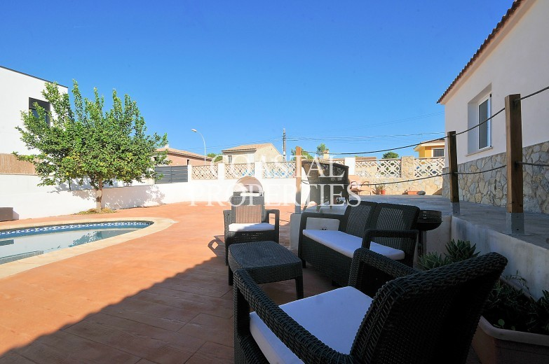 Property for Sale in Son Ferrer, Villa for sale with swimming pool and separate quest apartment   Son Ferrer, Mallorca, Spain