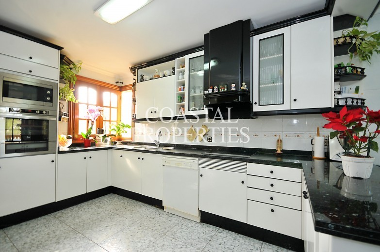 Property for Sale in Santa Ponsa, Large 5 bedroom villa for sale with swimming pool Santa Ponsa, Mallorca, Spain