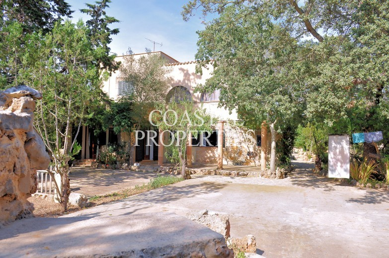 Property for Sale in Portol, Charming, south facing finca with 6 bedrooms & 4 bathrooms for sale Portol, Mallorca, Spain