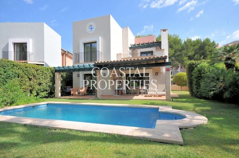 Property for Sale in Santa Ponsa Nova, Pristine 3 bedroom, 3 bathroom golf villa for sale Santa Ponsa, Mallorca, Spain