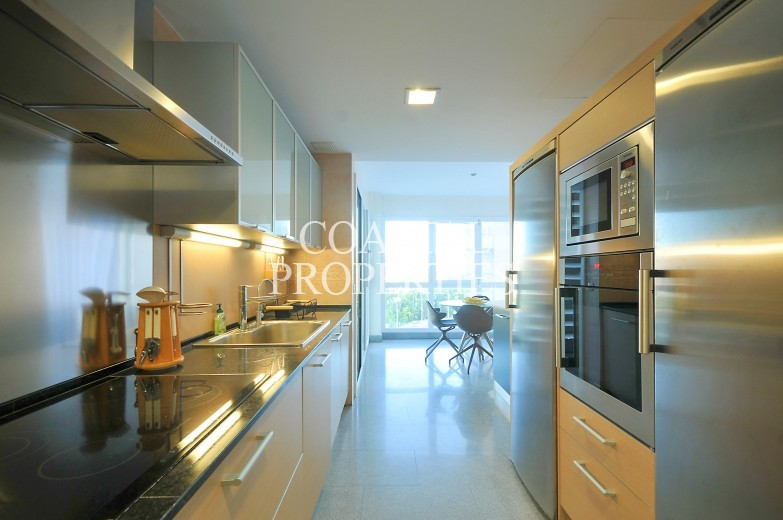 Property for Sale in Near Palma, Luxury 3/4 bedroom beach front apartment for sale   Portixol, Mallorca, Spain