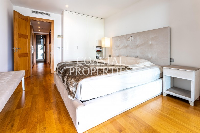 Property for Sale in 2 bedroom apartment for sale in Marina Plaza  Portixol, Spain