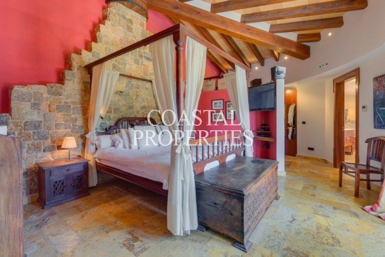 Property to Rent in Beautiful traditional villa for rent in the upmarket area Sol De Mallorca, Mallorca, Spain