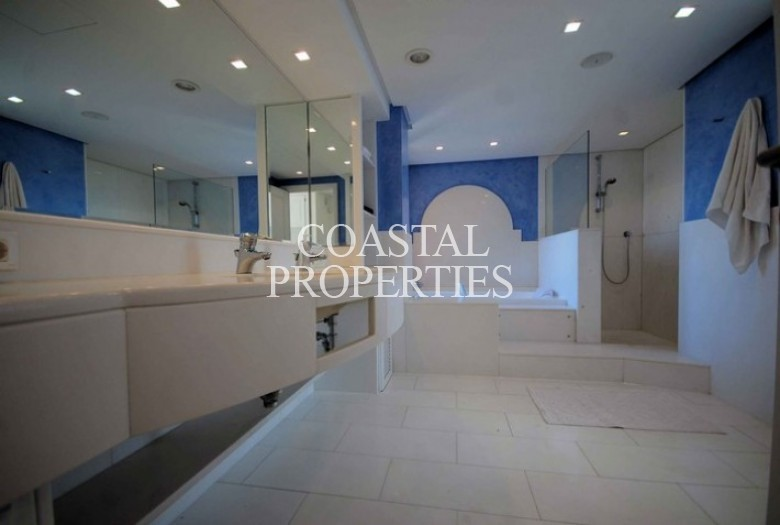 Property to Rent in Sea View Villa With Infinity Pool For Rent In Santa Ponsa, Spain